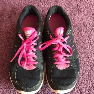 Black nike flex 2013 run sneakers with pink laces
